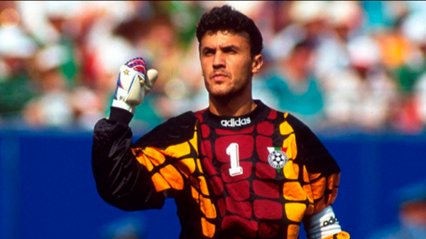 O guarda-redes da Bulgária que jogou de peruca no Mundial 1994